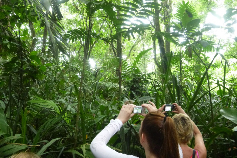 Nationale parken Costa Rica mensen in Tortuguero Nationaal Park